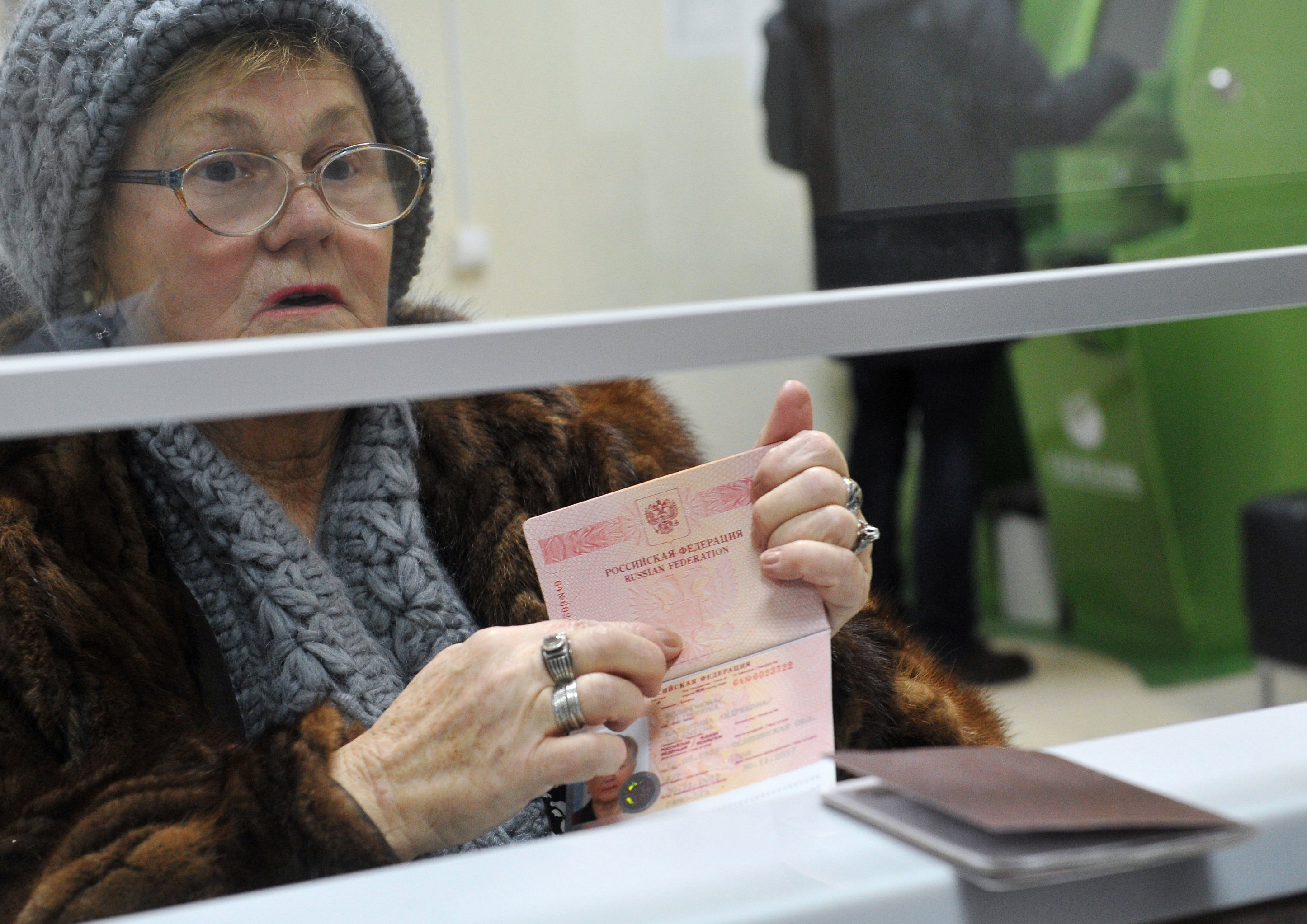 Issuing international passports at the Multifunction State Service Center of Moscow's Nagorny district