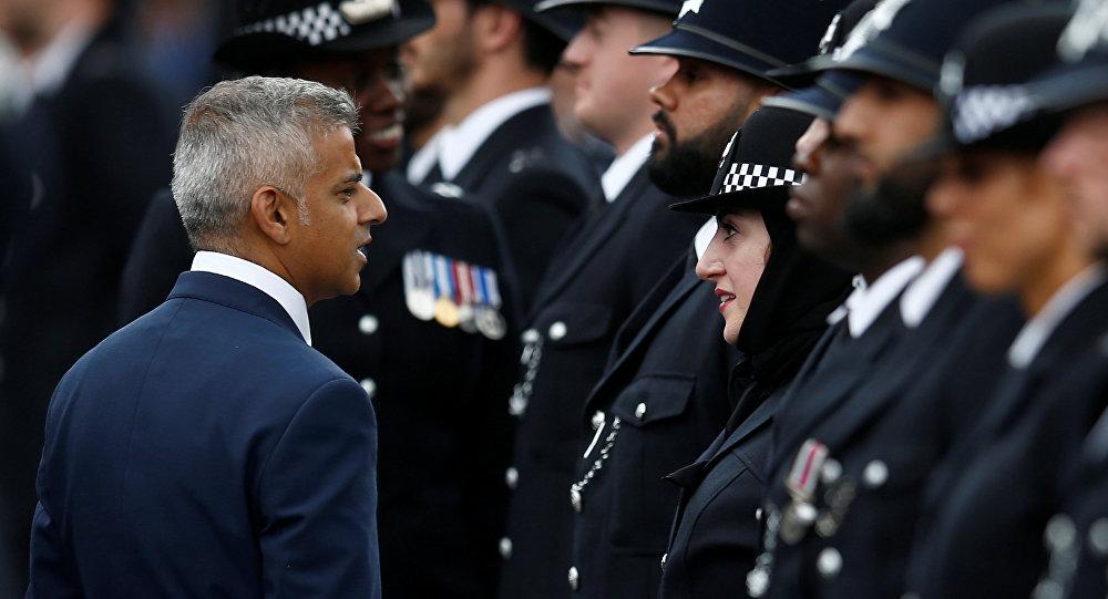 Resultado de imagen de Police man musulman UK