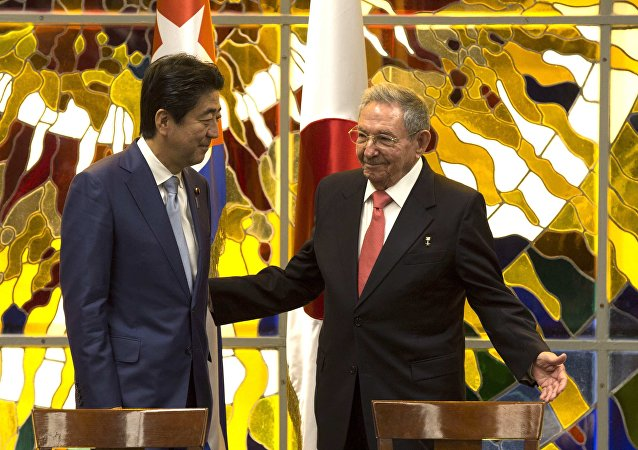 Cuba's President Raul Castro, right, and Japan's Prime Minister Shinzo Abe, left, smile during a meeting at Revolution Palace in Havana, Cuba, Thursday, Sept. 22, 2016