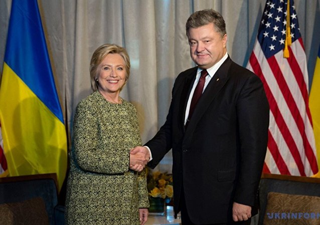 Hillary Clinton meeting with Ukraine's Petro Poroshenko