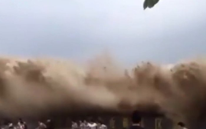 The moment spectators got hit and swallowed by the strong tidal bore of Qiantang River in east China
