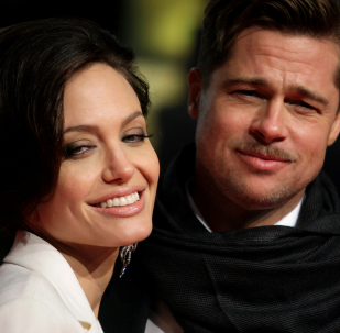 U.S. actors Brad Pitt and his partner Angelina Jolie pose for photographers on the red carpet at the German premiere of the movie The Curious Case of Benjamin Button in Berlin January 19, 2009.