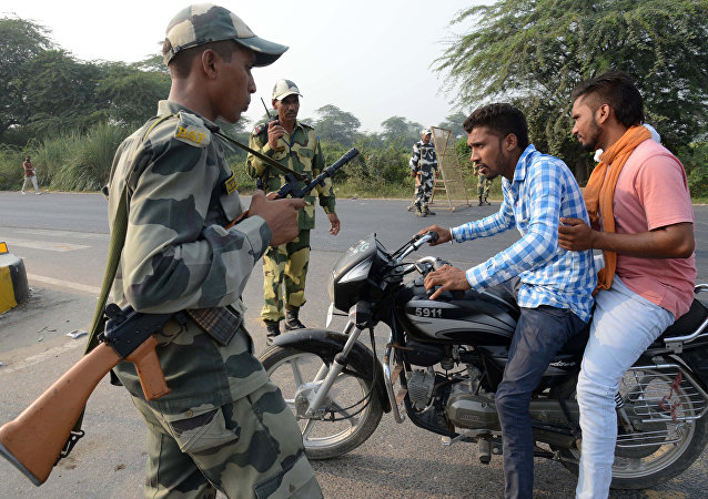 Indian Border Security Force (BSF) personnel do a security check at the India-Pakistan Wagah Border, about 35 km from Amritsar on September 29, 2016, after the Punjab state government issued a warning to villagers to evacuate from a 10 km radius from the India-Pakistan border