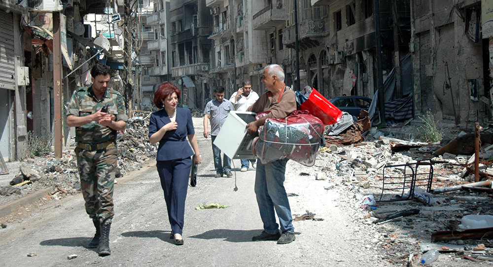 Syrians residents of Homs return to the old town of Syria's central city (File)
