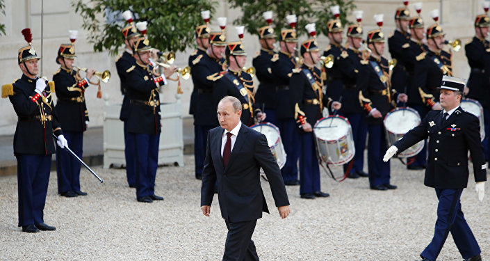 Russian President Vladimir Putin walks front of French Republican Guards to meet French President Francois Hollande on his arrival at the Elysee Palace in Paris (File)