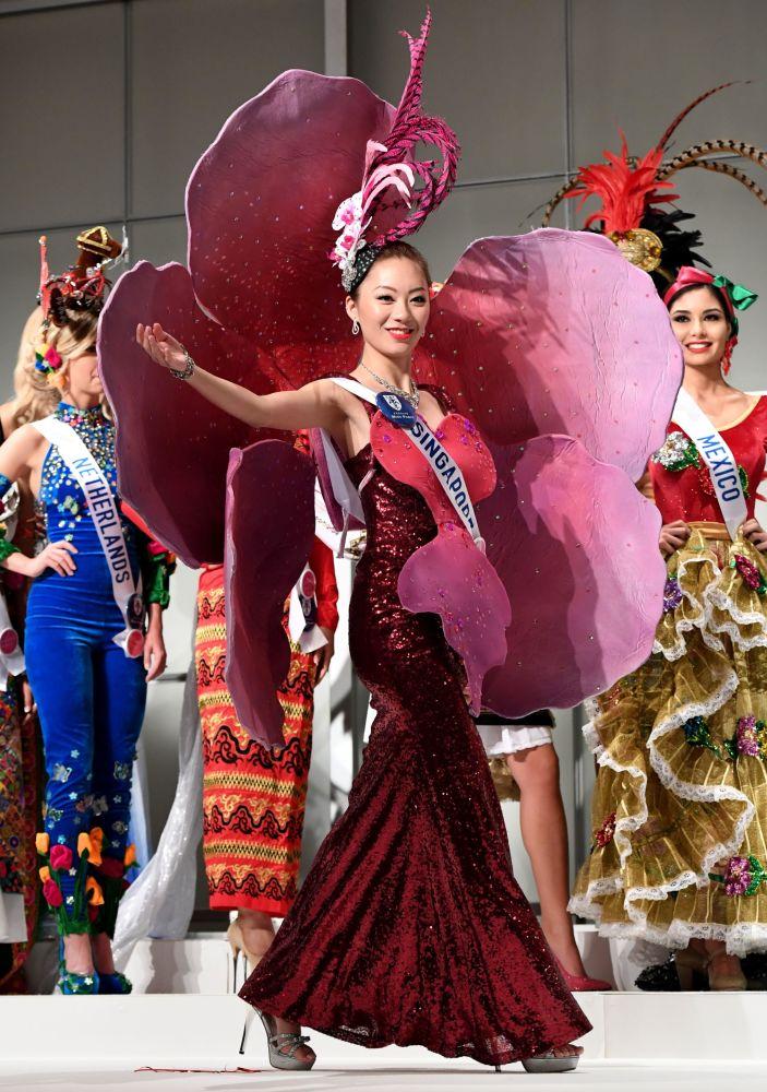 Miss Singapore Huiqi Wang