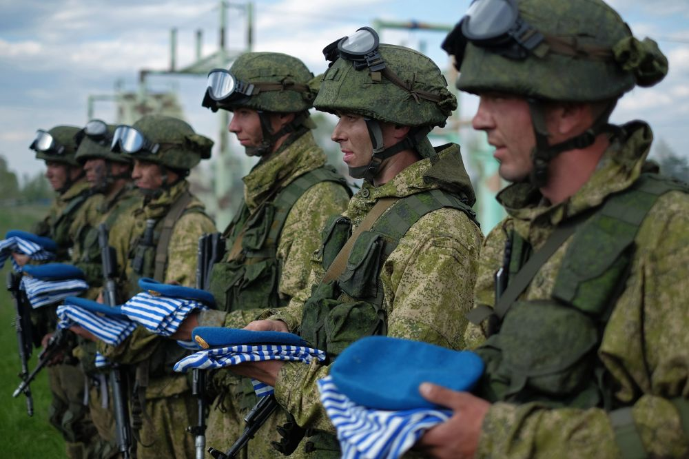 Soldiers of the Central Military District's Spetsnaz hold blue berets and blue-and-white striped vests after passing the qualification tests for the right to wear a blue beret at the training center's base in the Samara region. Blue berets are traditionally worn in the Russian Airborne Forces (paratroopers, or VDV).