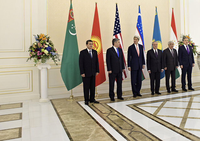 (L-R) Turkmenistan's Foreign Minister Rashid Meredov, Kyrgyz Republic's Foreign Minister Erlan Abdyldaev, US Secretary of State John Kerry, Uzbekistan's Foreign Minister Abdulaziz Kamilov, Kazakstan's Foreign Minister Yerlan Idrissov and Tajikstan's Foreign Minister Sirodjidin Aslov pose for a photo before a C5+1 meeting at the Palace of Forums on the President's Residential Compound on November 1, 2015 in Samarkand