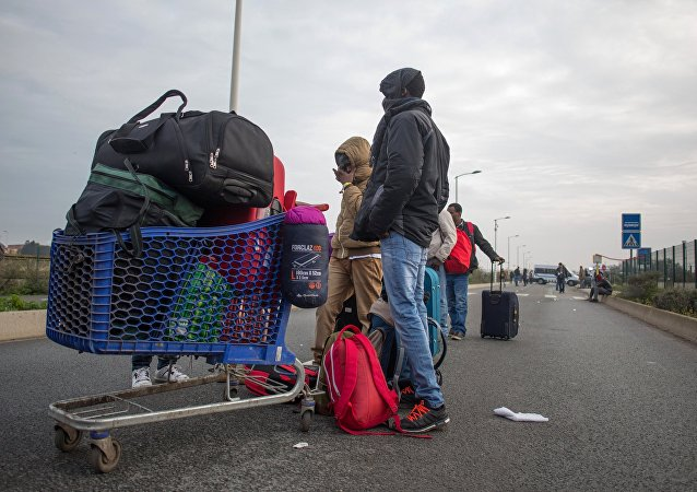 French authorities shut down improvised refugee camp in Calais