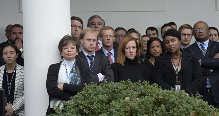 Reality Check: This Is Not a Photo of White House Staffers as Trump Arrived on Thursday
