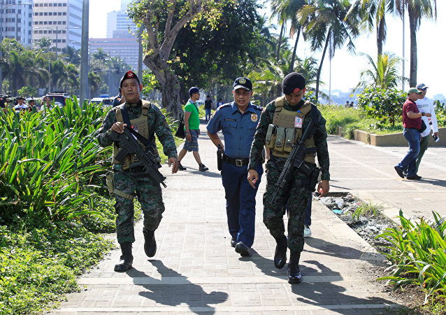 Members of the Philippine National Police (PNP) Special Action Force patrol after an Improvised Explosive Device (IED) was found near the U.S Embassy in metro Manila, Philippines November 28, 2016.