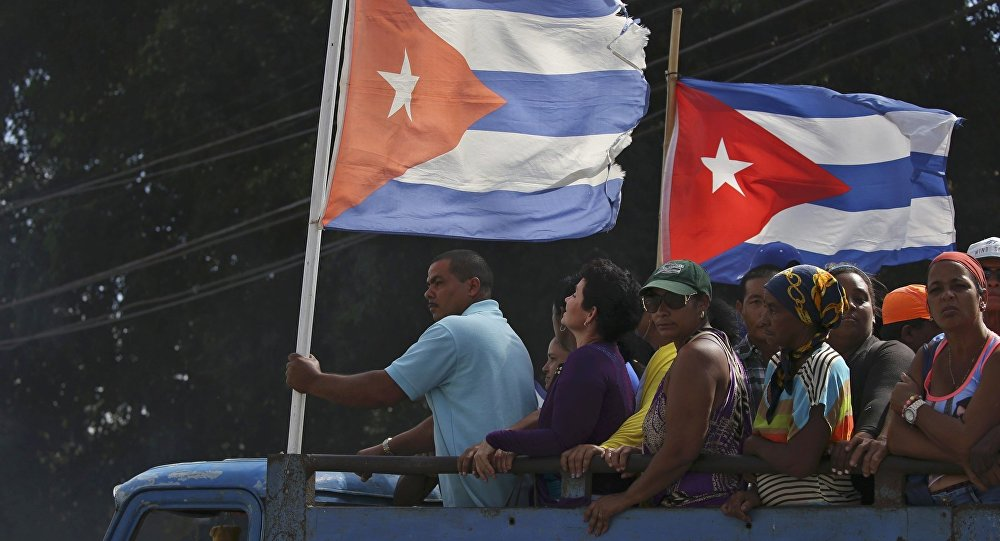 People are transported to greet the caravan carrying the ashes of Fidel Castro in Colon, Cuba, November 30, 2016.