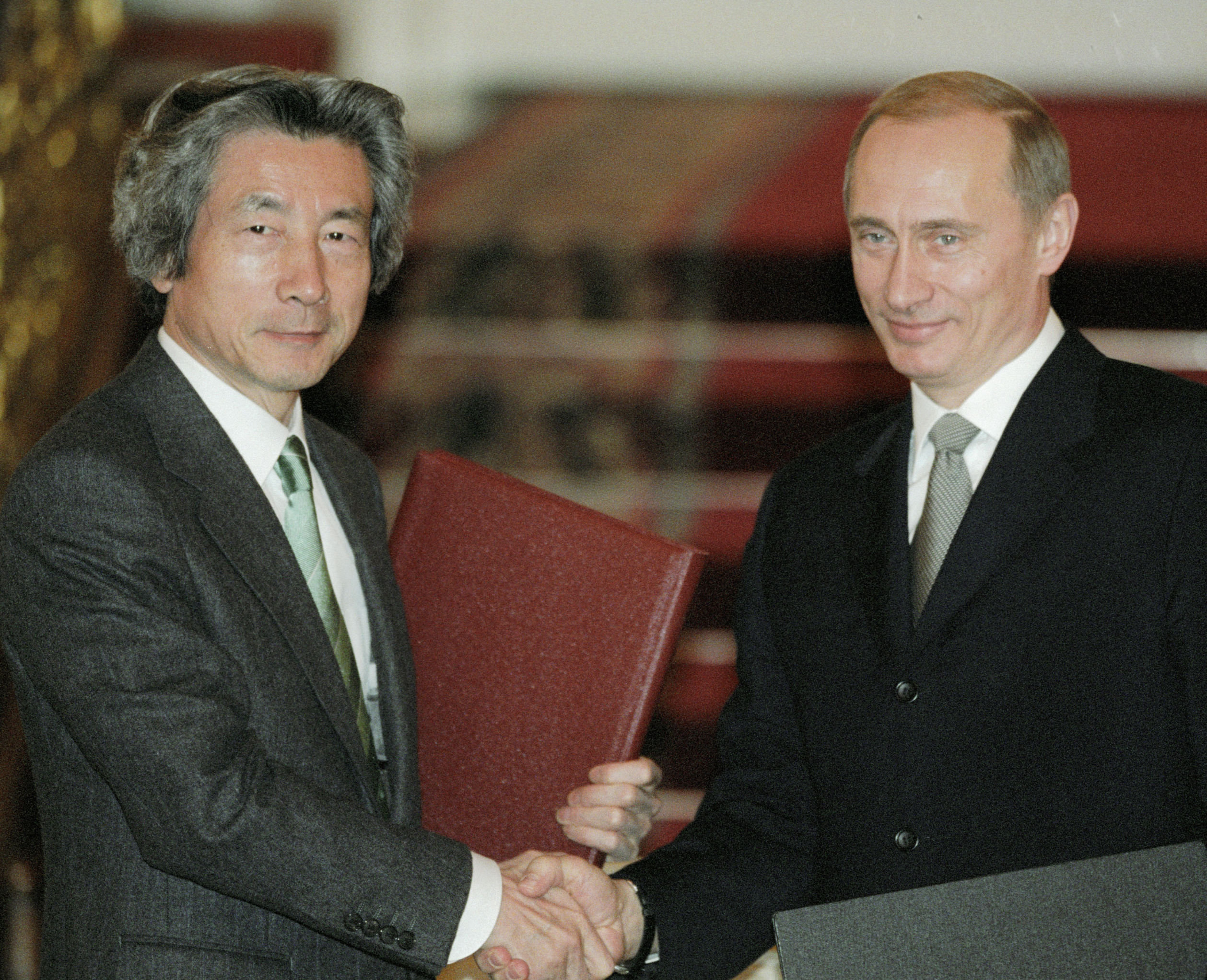 Japanese Prime Minister Junichiro Koizumi and Russian President Vladimir Putin during the talks in Moscow