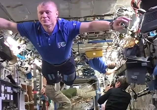 MannequinChallenge In Space