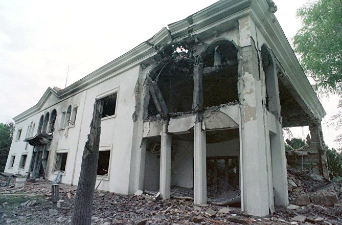 A frontal view shows the destroyed Belgrade residence of Yugoslav President Slobodan Milosevic 22 April 1999.