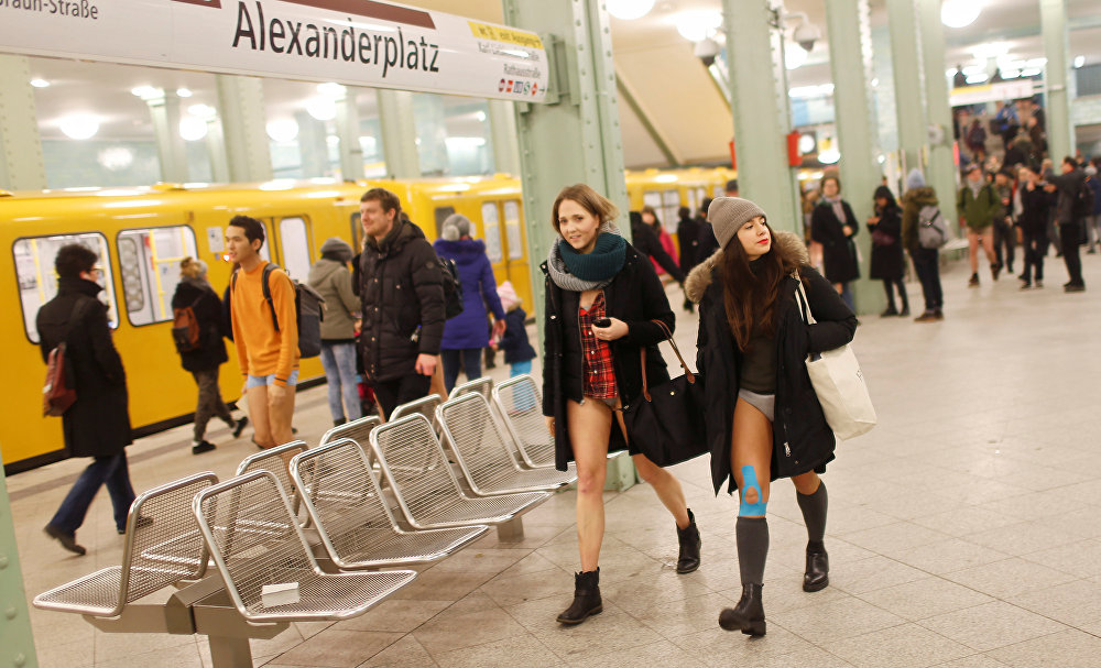 No Pants Subway Ride: People Strip Down to Participate in Pantless Flash Mob