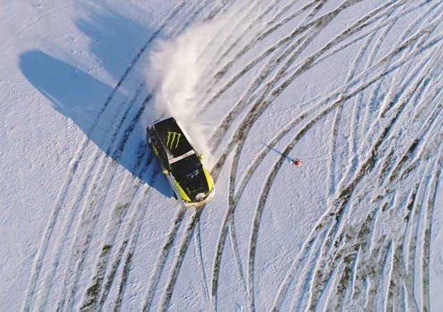 Extreme Winter Fun: Drone Footage of Stunning Drift in Moscow