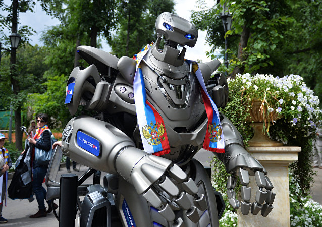 Robot Titan supports Russian football team