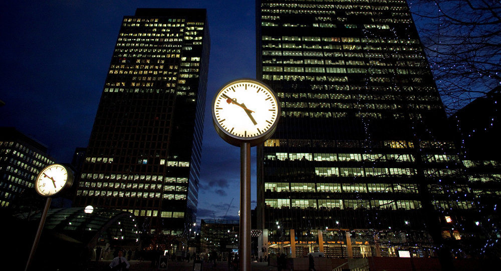 A view of offices at the financial district of Canary Wharf in London, Britain at dusk January 13, 2009
