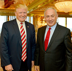 Israeli Prime Minister Benjamin Netanyahu (R) stands next to Republican US presidential candidate Donald Trump during their meeting in New York, September 25, 2016.