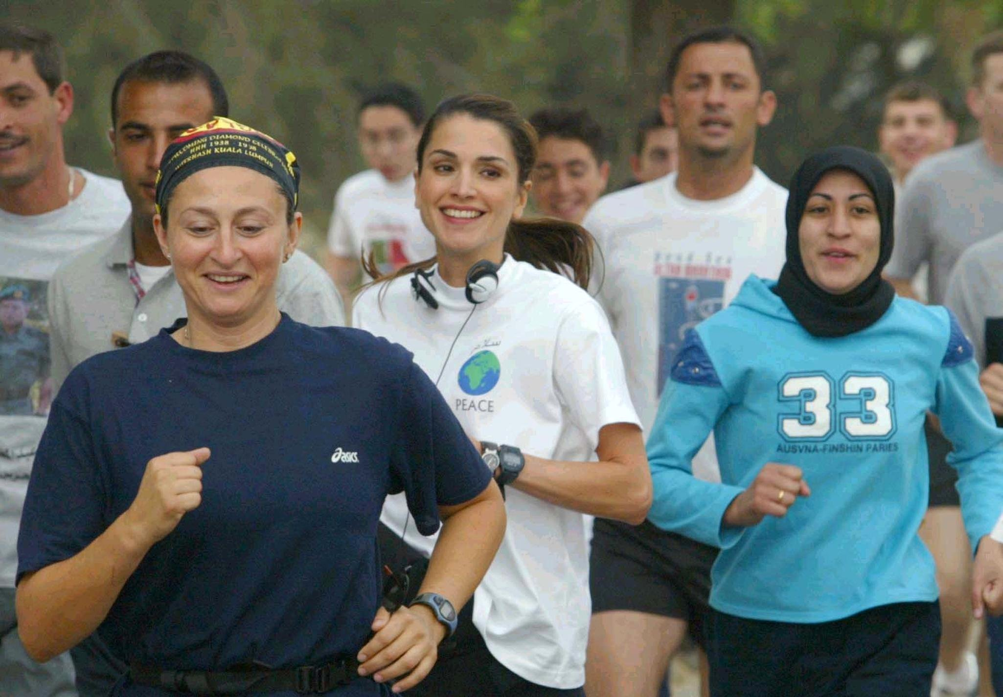 Queen Rania of Jordan (C) takes part in a charity race in Amman 30 May 2003. The proceeds of the 10-kilometer race will go to the needy in the kingdom