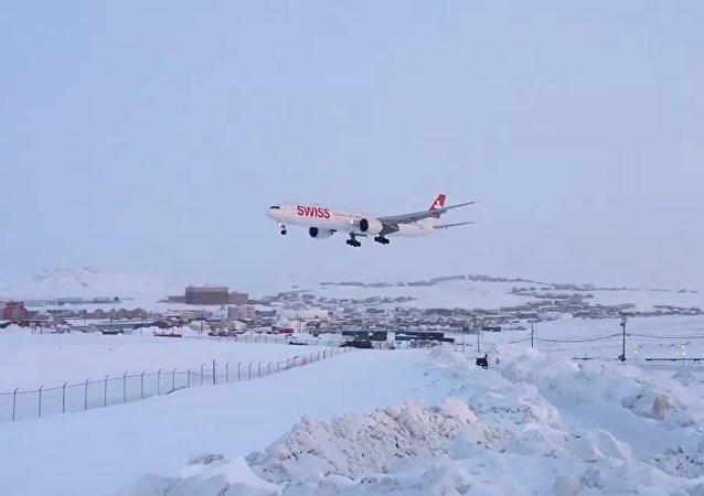 777-300ER Swiss (HB-JND) landing in Iqaluit