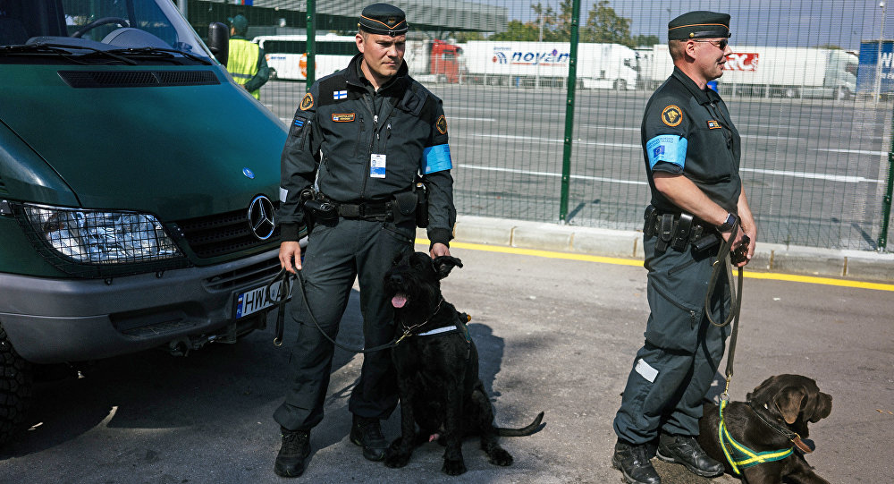 Two Finnish border policemen and police dogs