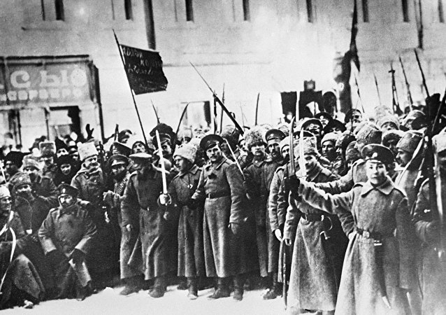 Soldiers of the 1917 February Revolution. Petrograd streets. (File)