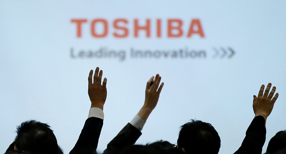 Reporters raise their hands for a question during a news conference by Toshiba Corp CEO Satoshi Tsunakawa and other senior sompany officials at the company's headquarters in Tokyo, Japan February 14, 2017.