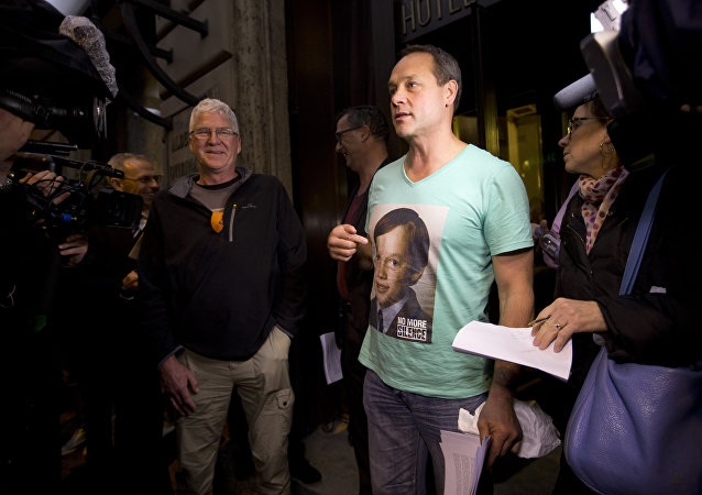 Peter Blenkiron, a victim of priestly sex abuse wears a T-shirt showing him at the age in which he was abused, as he meets reporters in front of the Quirinale hotel in Rome, Sunday, Feb. 28, 2016, where Cardinal George Pell testifies before an Australian commission