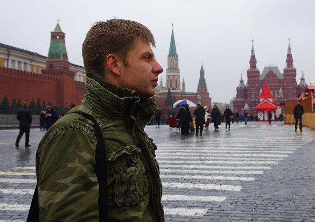 Alexei Goncharenko, deputy of Ukrainian parliament, walks in the Red Square in Moscow on March 1, 2015 prior the march to honour opposition leader Boris Nemtsov