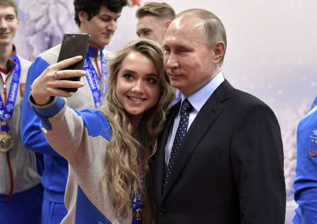 Hey, Mr. President! Let's Take a Selfie Together