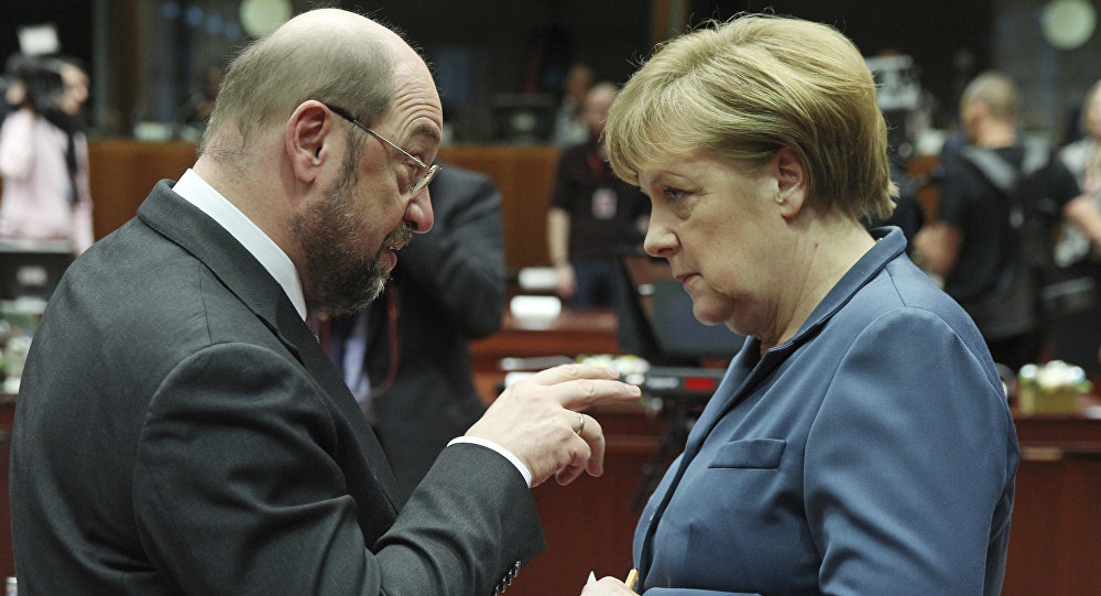European Parliament President Martin Schulz, left, talks with German Chancellor Angela Merkel, during an EU summit at the European Council building in Brussels (File)
