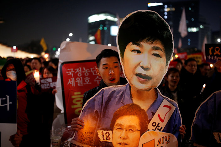 People march toward the Presidential Blue House during a protest demanding South Korean President Park Geun-hye's resignation in Seoul, South Korea, January 7, 2017.