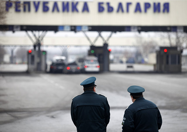 Bulgarian border policemen stand in front of the Kapitan Andreevo border crossing point between Bulgaria and Turkey. (File)
