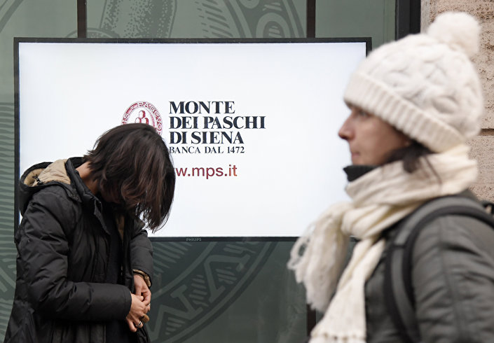 People walk past an office of Italian bank the Monte Dei Paschi di Siena on December 9, 2016 in Rome