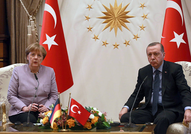 Turkish President Recep Tayyip Erdogan (R) listens on as German Chancellor Angela Merkel speaks during their meeting at the Presidential Palace on February 2, 2017 in Ankara