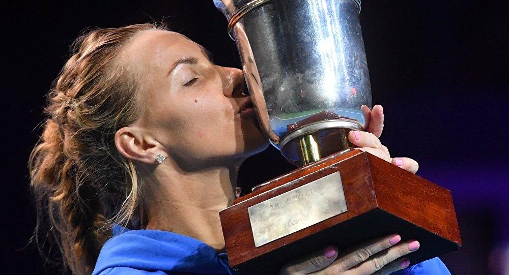 Svetlana Kuznetsova, winner of the VTB Kremlin Cup 2016's women's singles tournament, during the awards ceremony. (File)