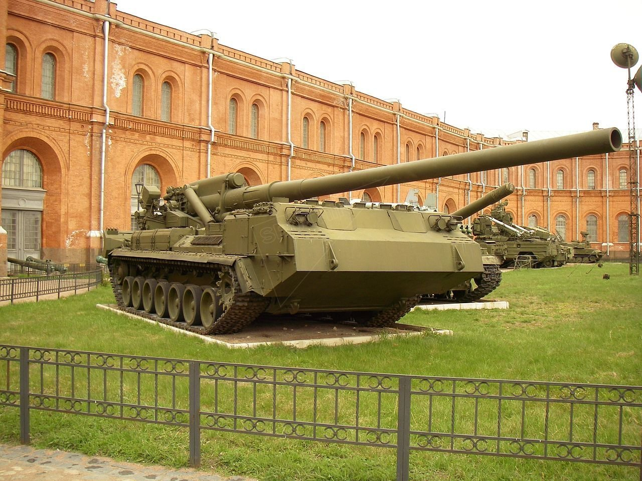 203-mm self-propelled gun 2S7 «Pion» in Saint-Petersburg Artillery museum