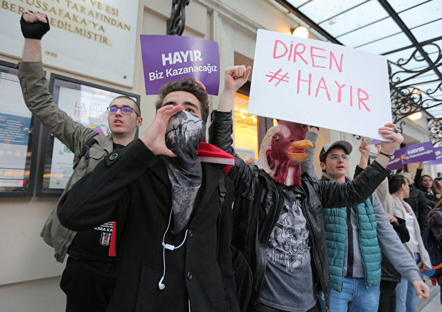 Anti-government demonstrators shout slogans during a protest in the Kadikoy district of Istanbul, Turkey, April 17, 2017
