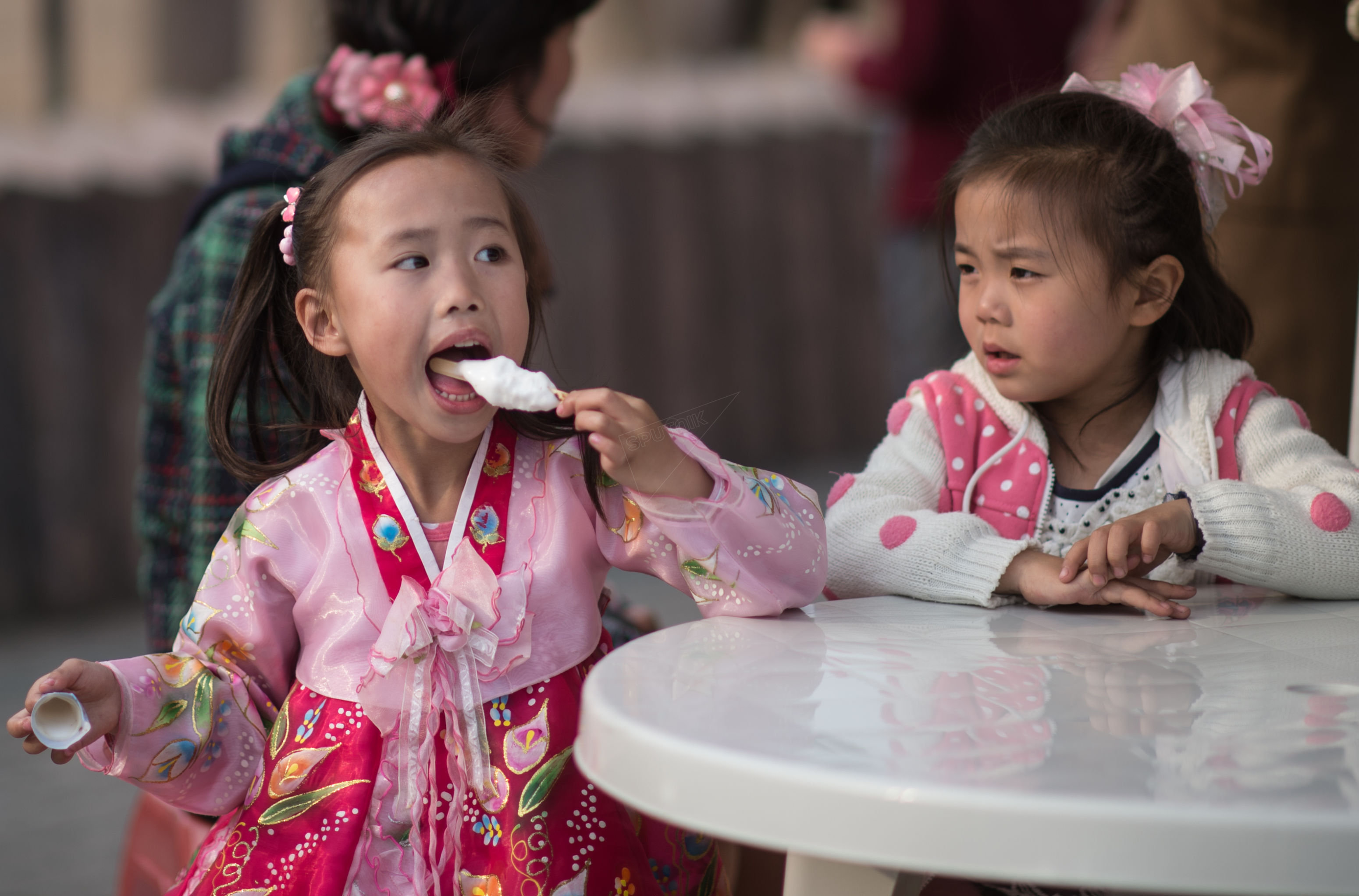 Little girls eating ice-cream