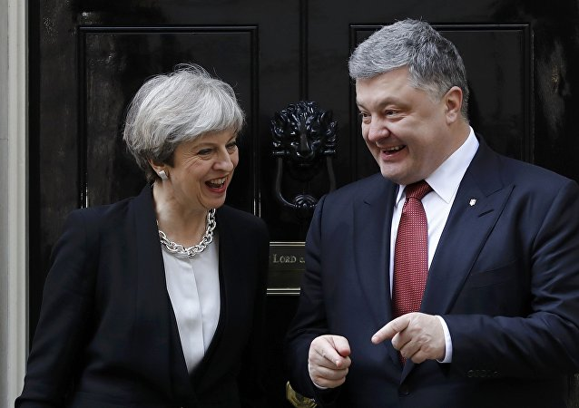 Britain's Prime Minister Theresa May greets Ukrainian President Petro Poroshenko in Downing Street, in central London, Britain April 19, 2017
