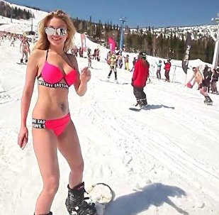 1498 Snowboarders in Bikinis Set New Record for Russia