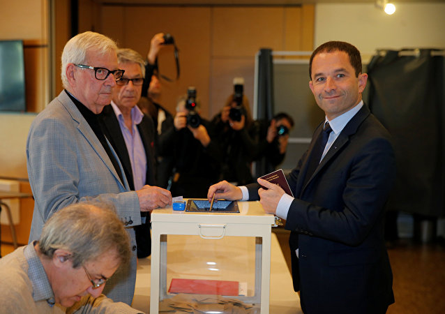 Benoit Hamon (R), French Socialist party 2017 presidential candidate, casts his ballot in the first round of 2017 French presidential election at a polling station in Trappes, near Paris, France, April 23, 2017. REUTERS/Vincent Kessler