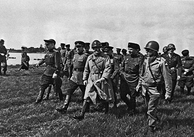 1945, last days of Great Patriotic War : Russians and Americans link at Elbe