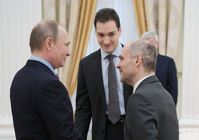 Russian President Vladimir Putin and FATF President Juan Manuel Vega-Serrano