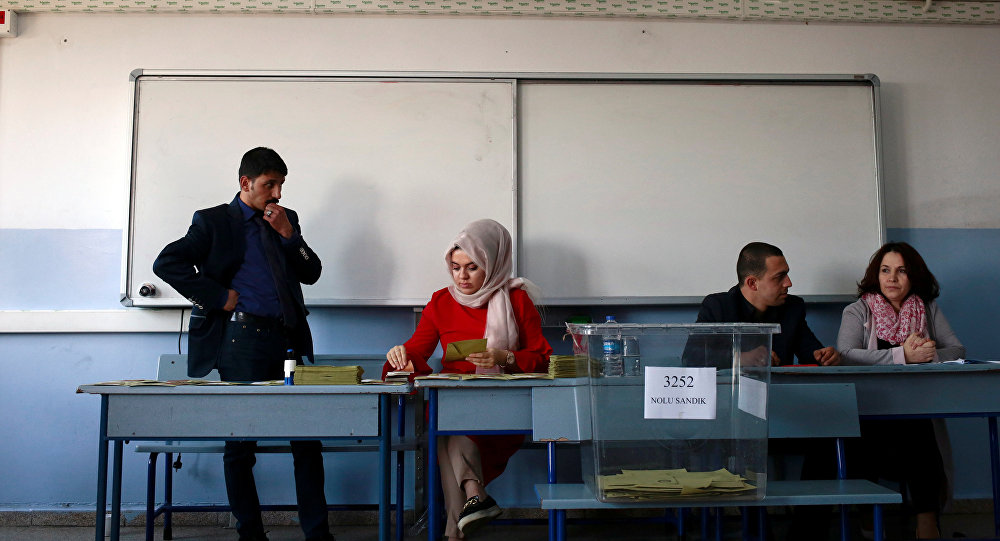 Election officials work at a polling station during a referendum at the Uskudar district in Istanbul, Turkey, April 16, 2017