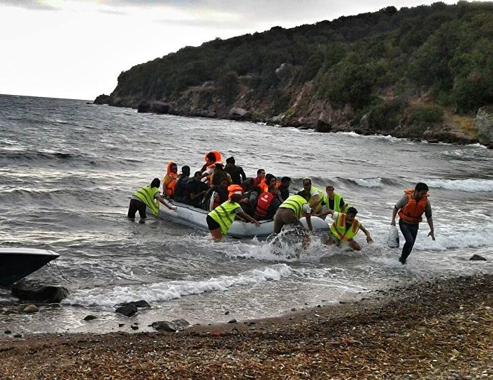Refugees 4 Refugees rescuing a migrant boat in the Mediterranean