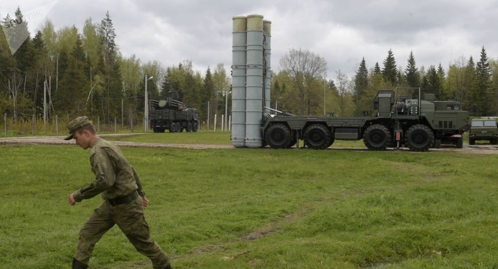 S-400 Triumf anti-aircraft weapon systems during the combat duty drills of the surface to air-misile regiment in the Moscow Region.