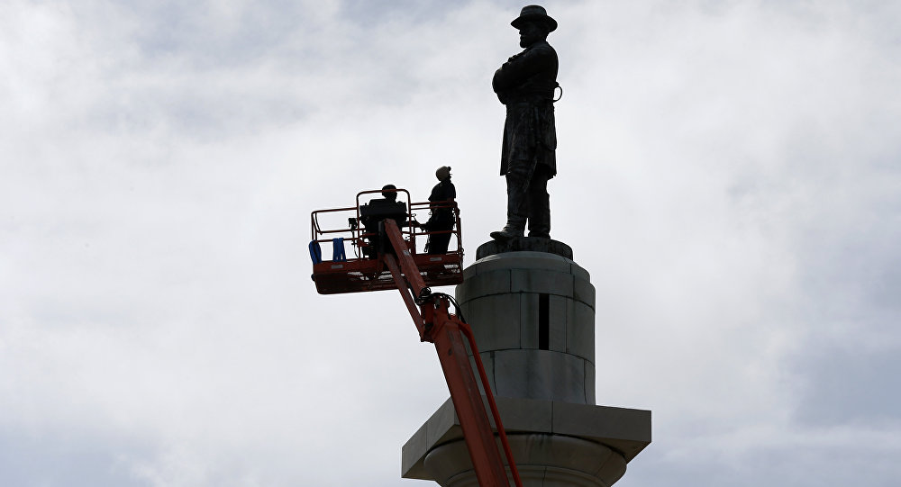 New Orleans removes Lee statue
